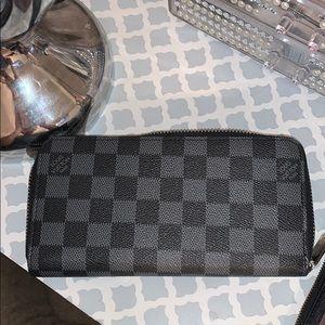 womans wallet